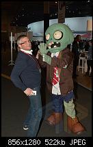 timsah und ein freundlicher Zombie