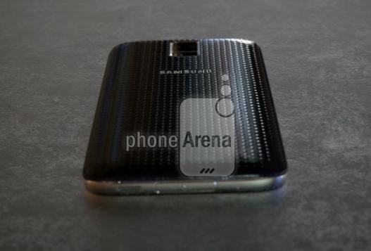 Samsung Galaxy S5 Prime - Erste Bilder oder Videos vom Gerät-leaked-pictures-samsung-galaxy-s5-prime-1-580x393-527x357.png