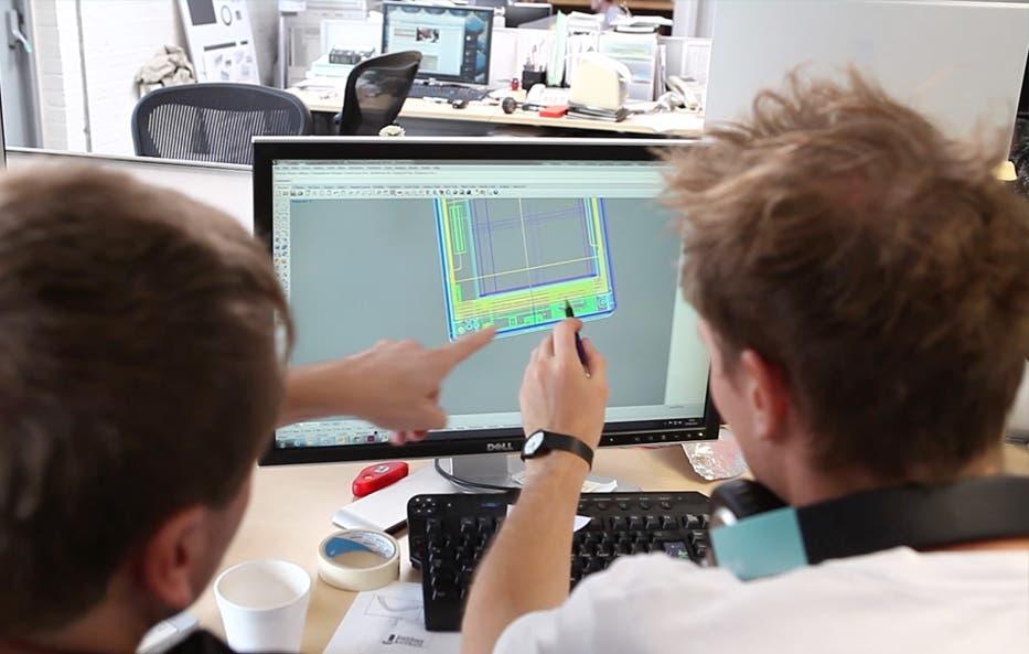 Fairphone Designer bei der Arbeit