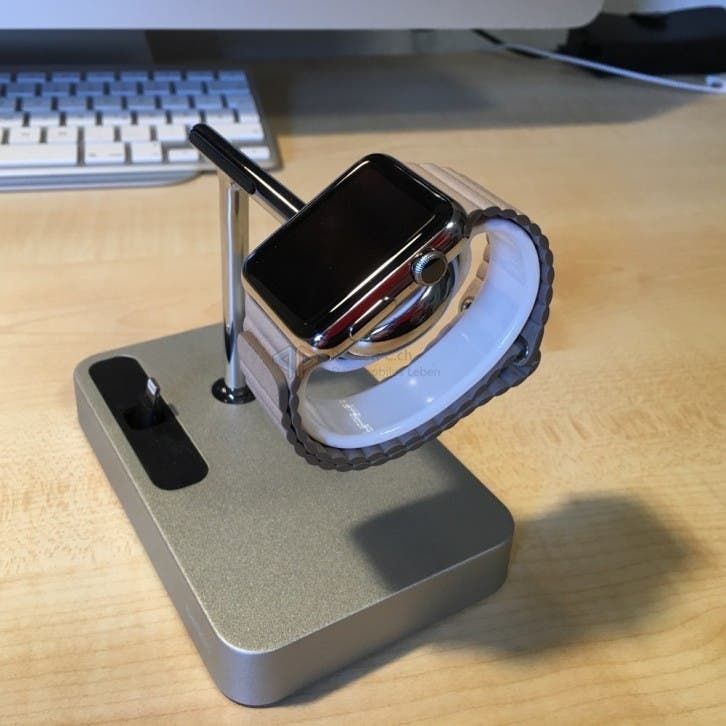Charging Dock mit zusätzlicher Armbandhalterung und Apple Watch