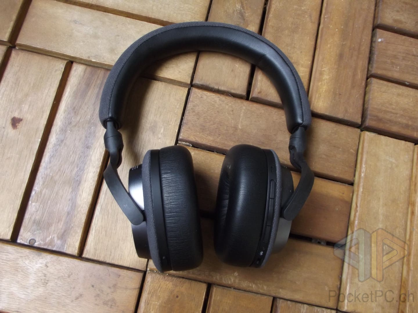 Bowers & Wilkins PX5 Bluetooth OnEar Headphones mit ANC