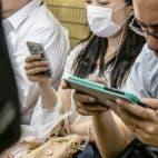 corona smartphones mundschutz